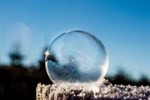 Bublina jako symbol pražské sociální bubliny před volbami 2017